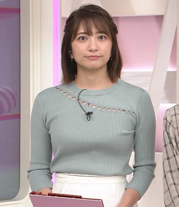 笹崎里菜アナ 腕で乳寄せキャプ・エロ画像5