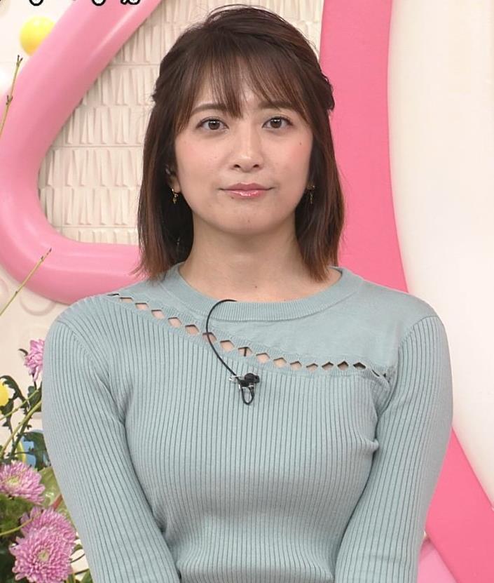 笹崎里菜アナ 腕で乳寄せキャプ・エロ画像6
