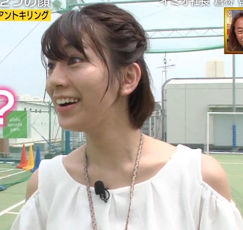 佐藤美希 前かがみでガッツリ胸チラキャプ・エロ画像11