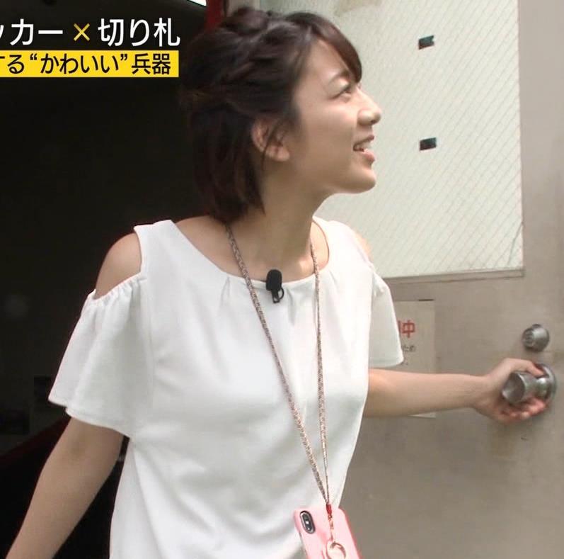 佐藤美希 前かがみでガッツリ胸チラキャプ・エロ画像3