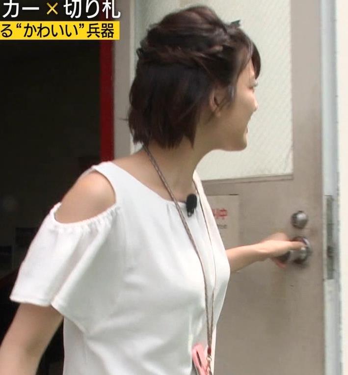 佐藤美希 前かがみでガッツリ胸チラキャプ・エロ画像4