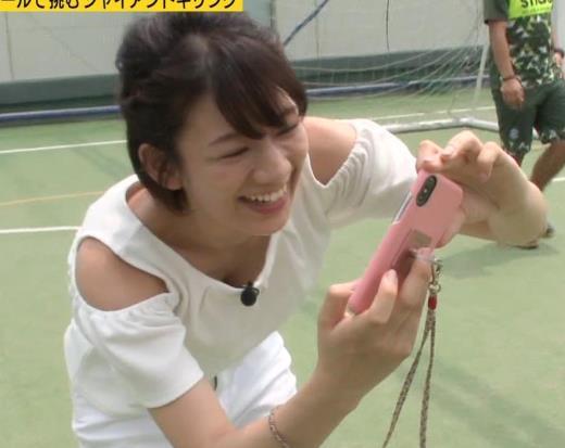 佐藤美希 前かがみでガッツリ胸チラキャプ画像(エロ・アイコラ画像)