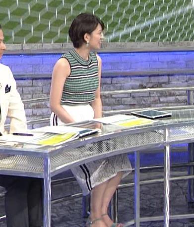 佐藤美希 体のラインが出る柄のノースリーブキャプ・エロ画像3
