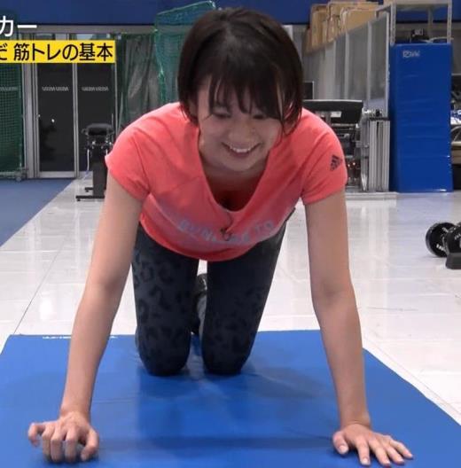 佐藤美希 腕立て伏せで胸の谷間チラキャプ画像(エロ・アイコラ画像)