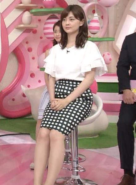 佐藤梨那アナ タイトなスカートできれいな脚のラインキャプ・エロ画像4