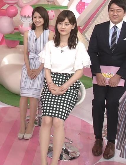 佐藤梨那アナ タイトなスカートできれいな脚のラインキャプ・エロ画像6