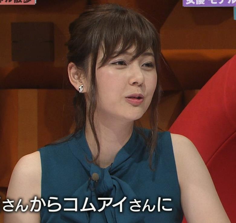 佐藤梨那アナ ノースリーブのパッツンおっぱいキャプ・エロ画像6