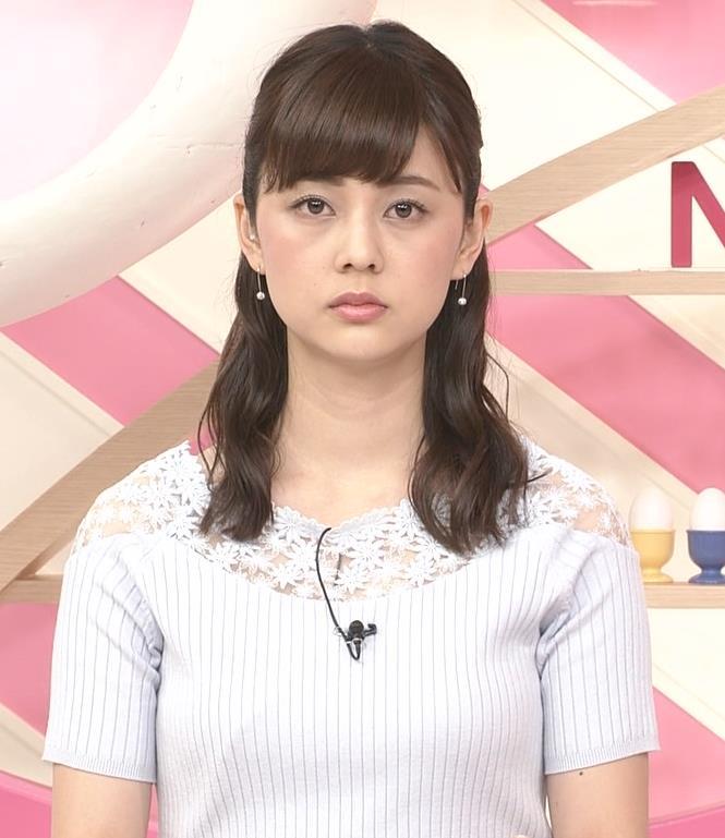 佐藤梨那アナ 肩が透けたニットの乳キャプ・エロ画像