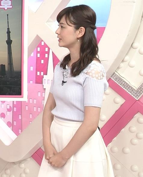 佐藤梨那アナ 肩が透けたニットの乳キャプ・エロ画像2