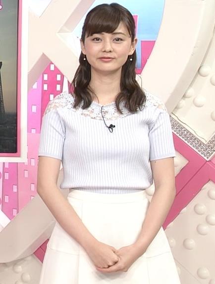 佐藤梨那アナ 肩が透けたニットの乳キャプ・エロ画像3