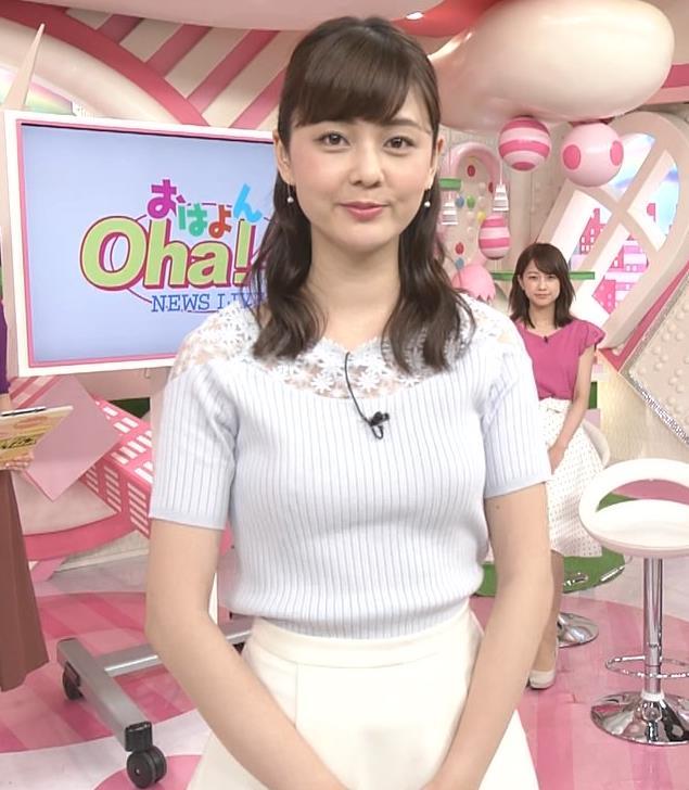 佐藤梨那アナ 肩が透けたニットの乳キャプ・エロ画像5