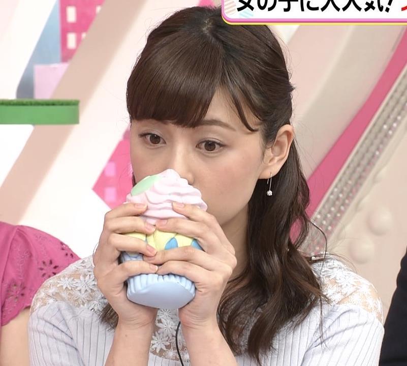 佐藤梨那アナ 肩が透けたニットの乳キャプ・エロ画像7