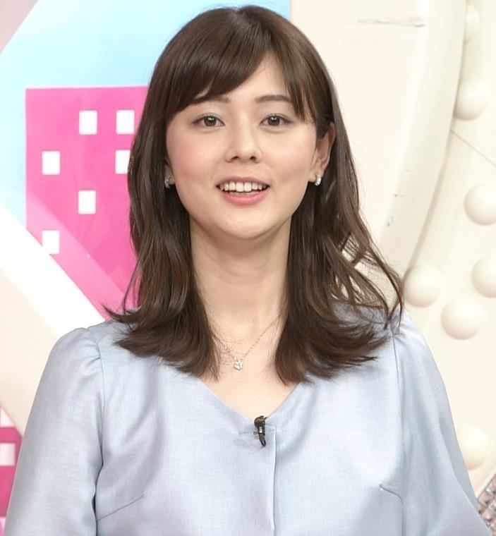 佐藤梨那アナ タイトスカート美脚がエロいキャプ・エロ画像