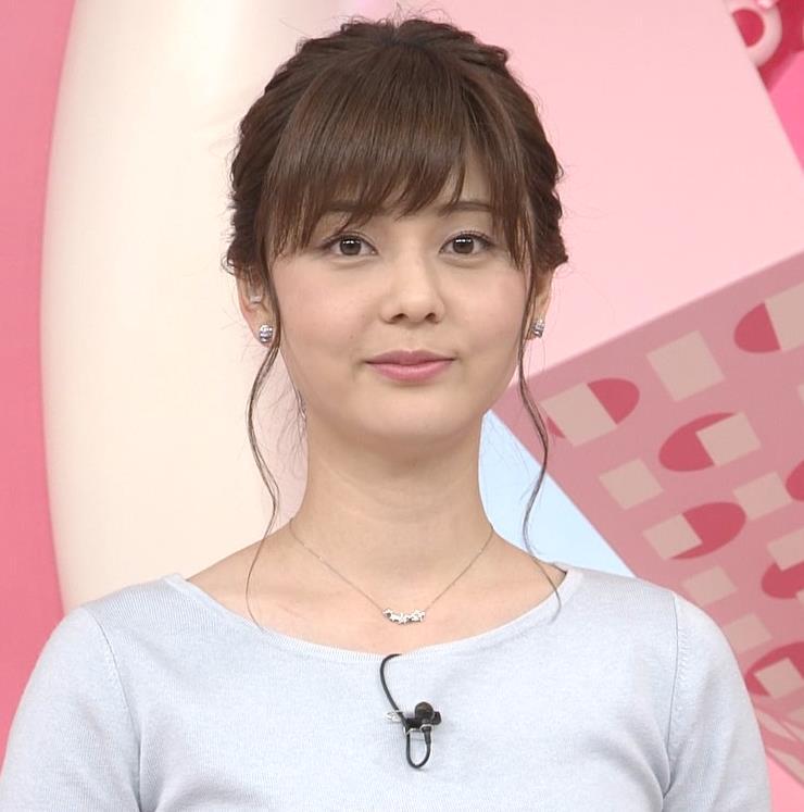 佐藤梨那アナ 日テレ美人アナの横乳キャプ・エロ画像2