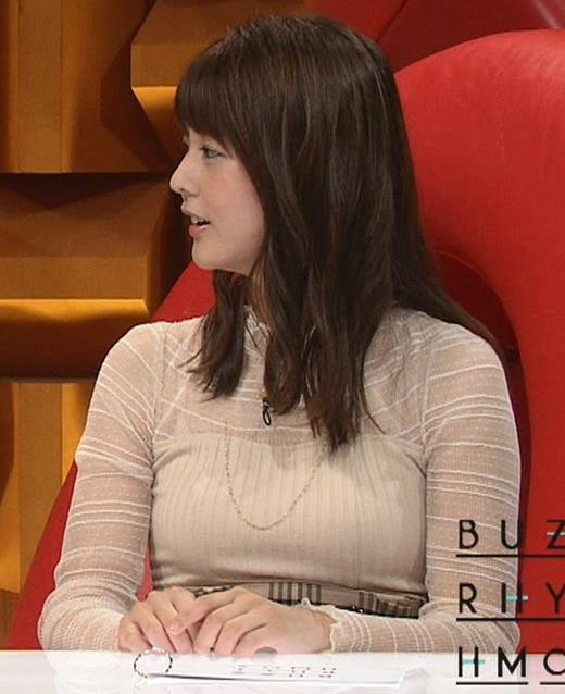 佐藤梨那アナ 横から見るとけっこう乳がデカいキャプ・エロ画像