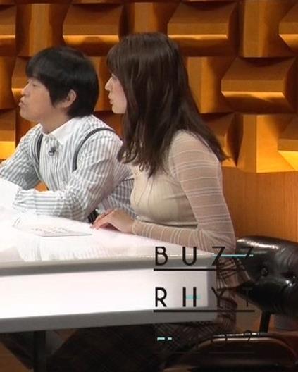 佐藤梨那アナ 横から見るとけっこう乳がデカいキャプ・エロ画像2