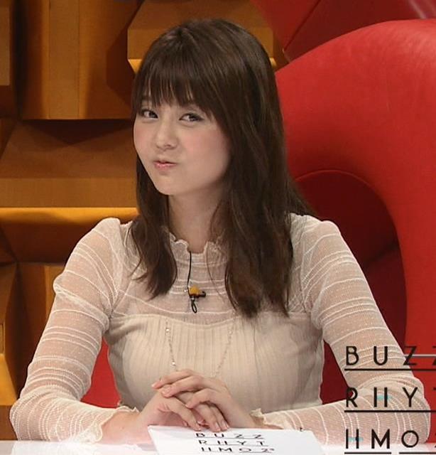 佐藤梨那アナ 横から見るとけっこう乳がデカいキャプ・エロ画像5