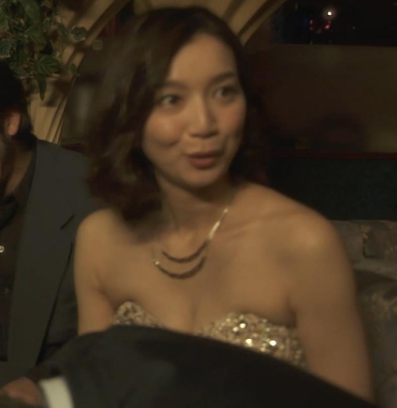芹那 キャバ嬢役でフジテレビのドラマにエロ衣装で出てたキャプ・エロ画像7
