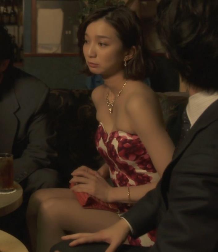 芹那 キャバ嬢役でフジテレビのドラマにエロ衣装で出てたキャプ・エロ画像8