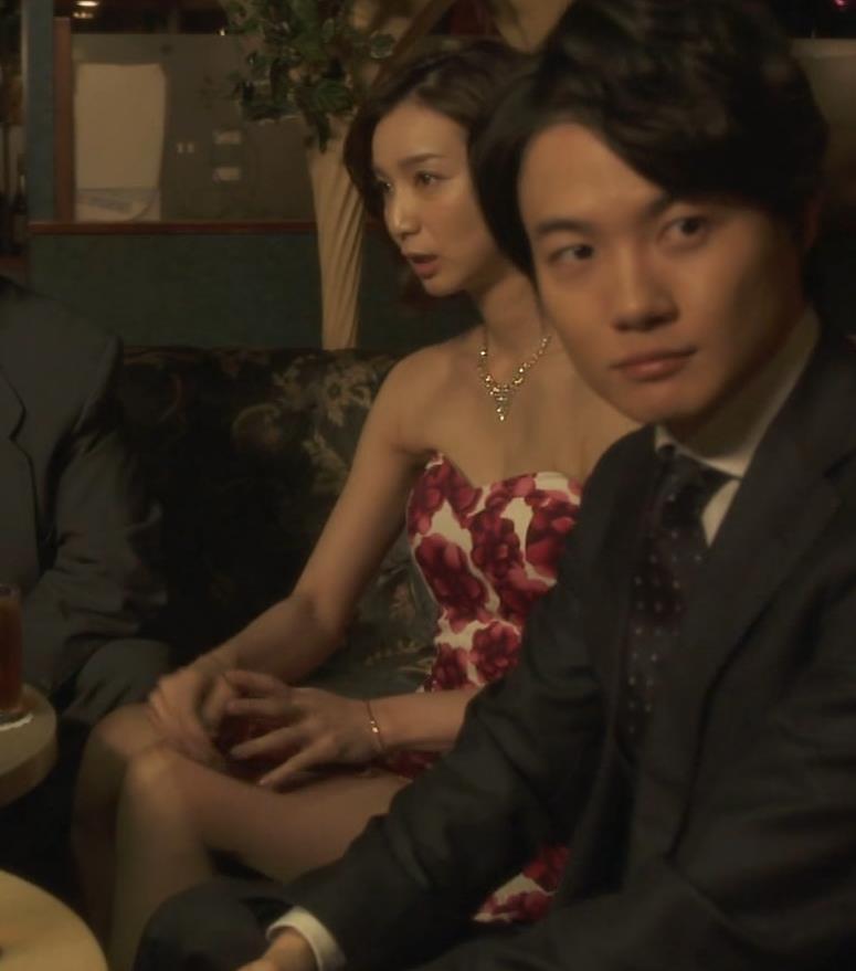 芹那 キャバ嬢役でフジテレビのドラマにエロ衣装で出てたキャプ・エロ画像10