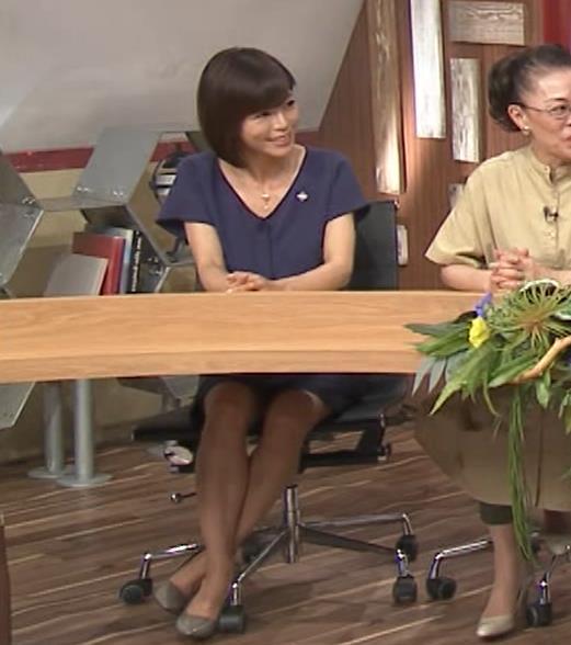 釈由美子 不用意に脚を開いてパンツ見えそうキャプ・エロ画像
