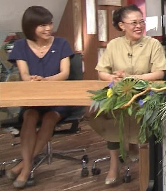 釈由美子 不用意に脚を開いてパンツ見えそうキャプ・エロ画像2