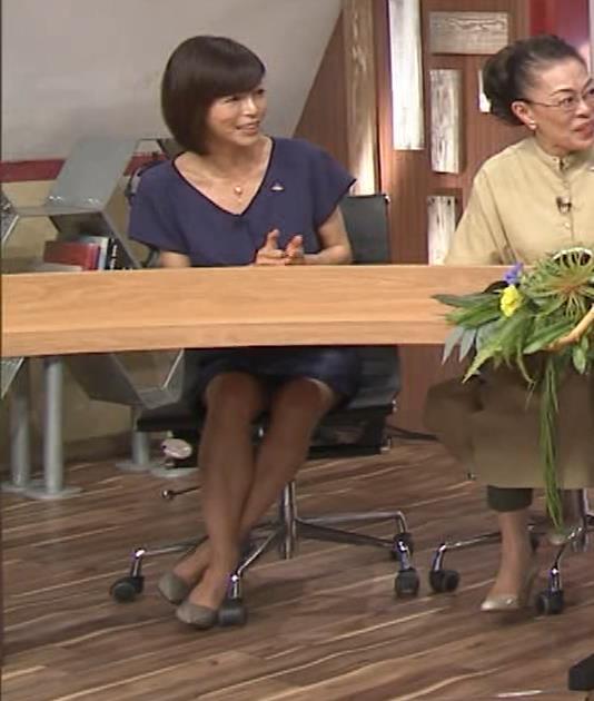 釈由美子 不用意に脚を開いてパンツ見えそうキャプ・エロ画像3