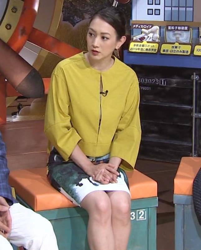 SHELLY タイトなミニスカートの美脚▼ゾーンキャプ・エロ画像
