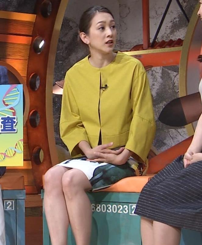 SHELLY タイトなミニスカートの美脚▼ゾーンキャプ・エロ画像5