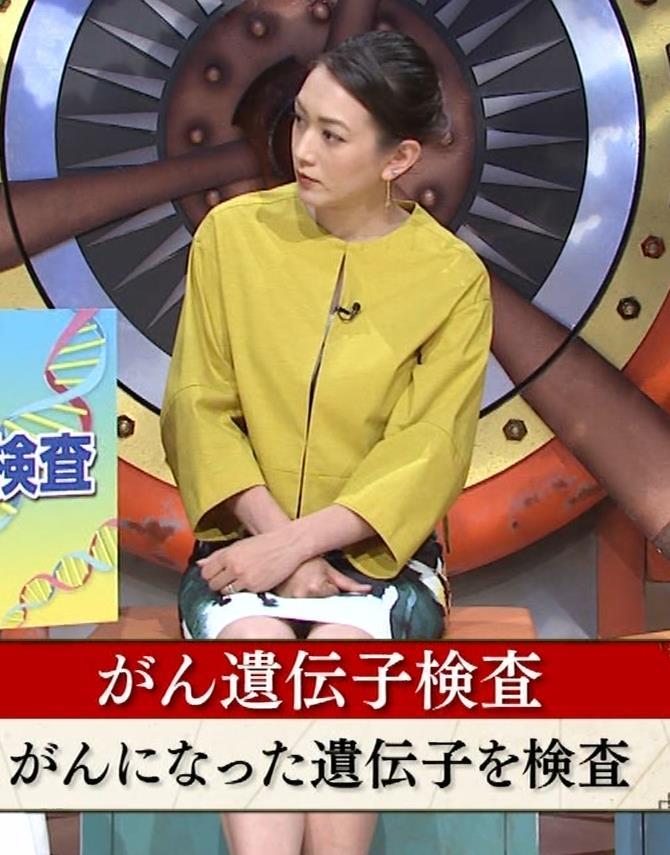 SHELLY タイトなミニスカートの美脚▼ゾーンキャプ・エロ画像6