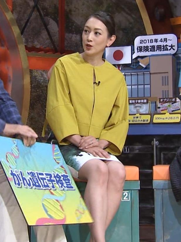 SHELLY タイトなミニスカートの美脚▼ゾーンキャプ・エロ画像8
