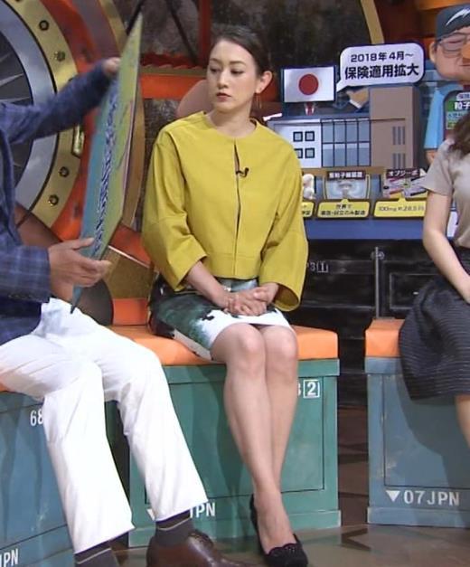 SHELLY タイトなミニスカートの美脚デルタゾーンキャプ画像(エロ・アイコラ画像)