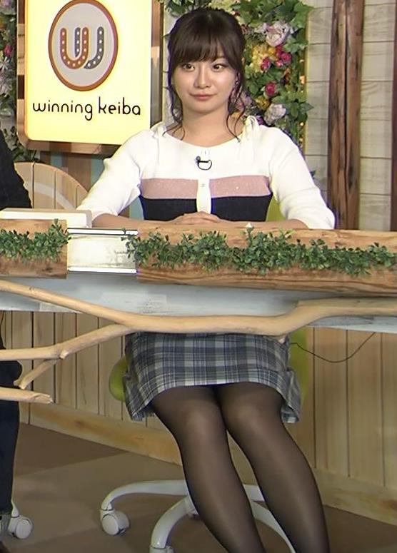 柴田阿弥 あざとそうな上目遣いと黒ストッキング&ミニスカキャプ・エロ画像3