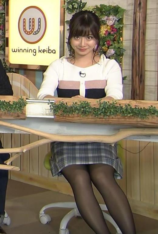 柴田阿弥 あざとそうな上目遣いと黒ストッキング&ミニスカキャプ画像(エロ・アイコラ画像)