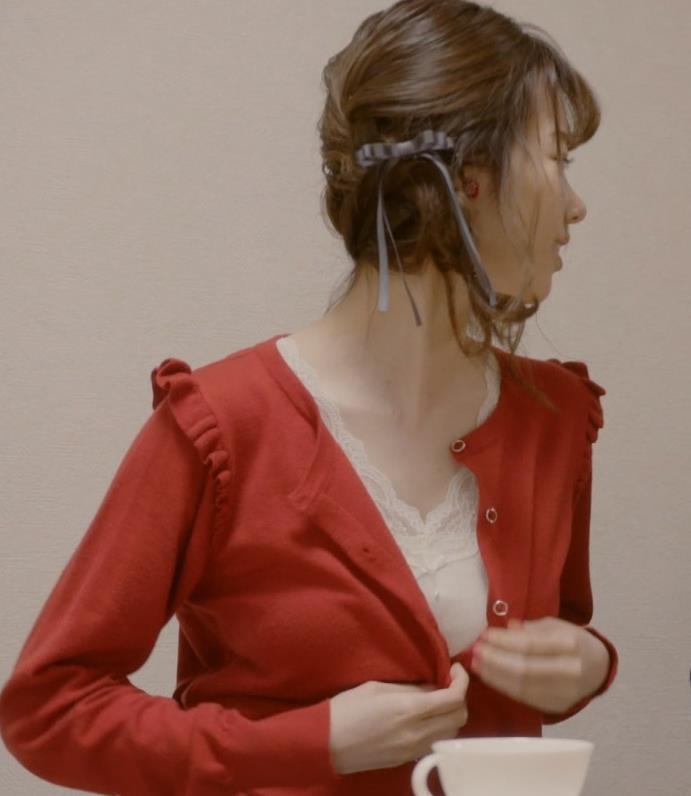 島崎遥香 セクシーな下着おっぱいキャプ・エロ画像3
