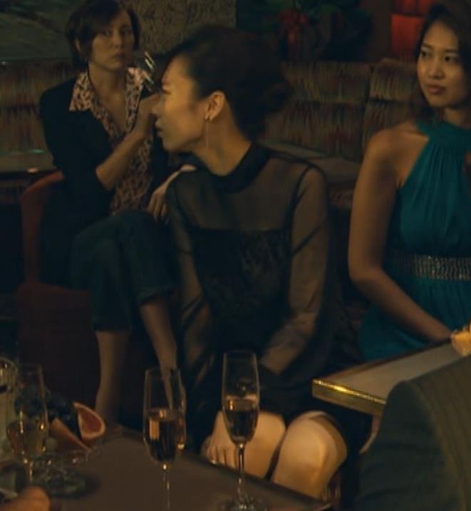 島崎遥香 ドラマで太ももチラキャプ・エロ画像