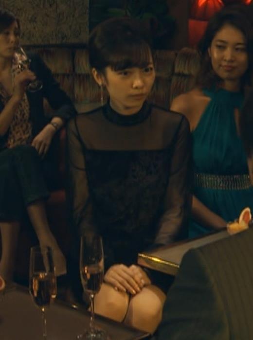 島崎遥香 ドラマで太ももチラキャプ・エロ画像2