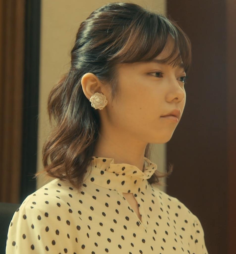 島崎遥香 ドラマで太ももチラキャプ・エロ画像12