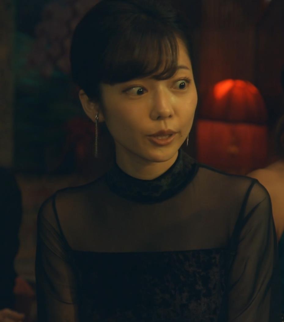 島崎遥香 ドラマで太ももチラキャプ・エロ画像3