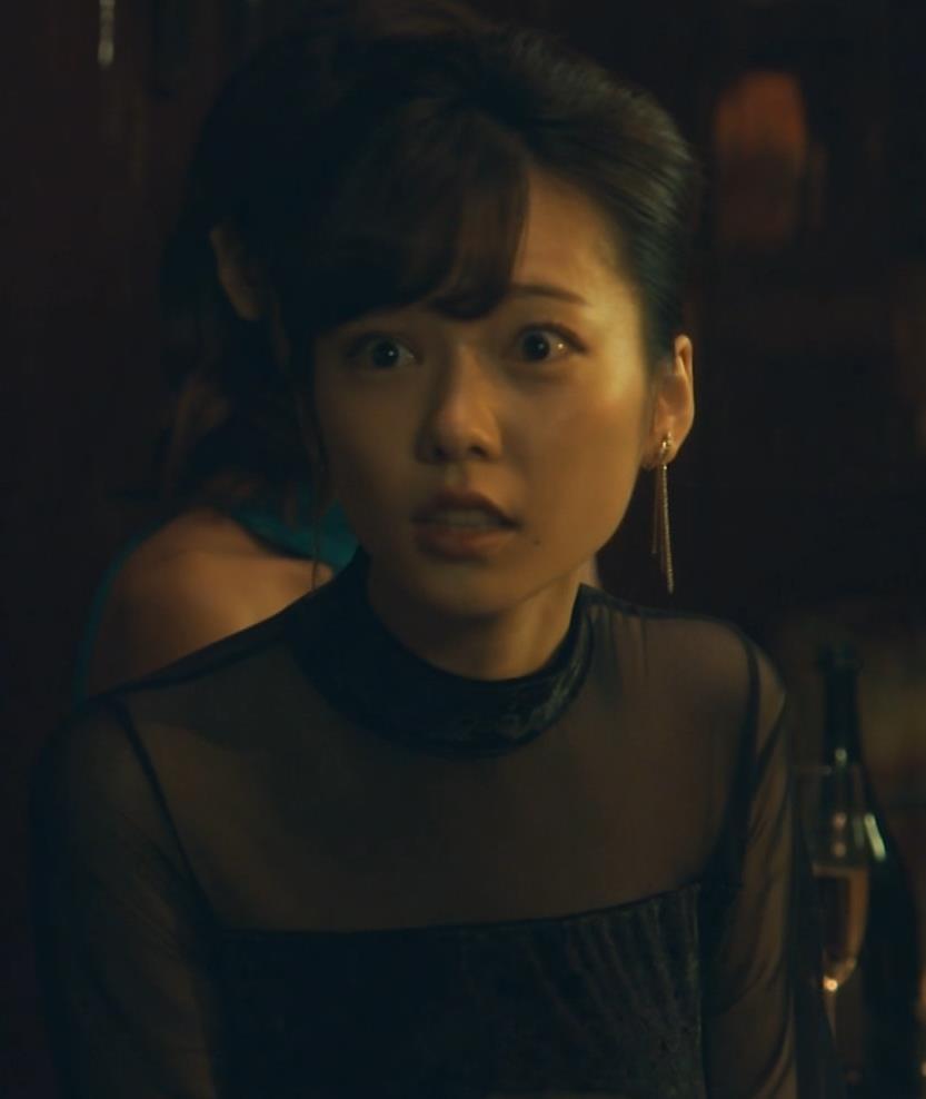 島崎遥香 ドラマで太ももチラキャプ・エロ画像4