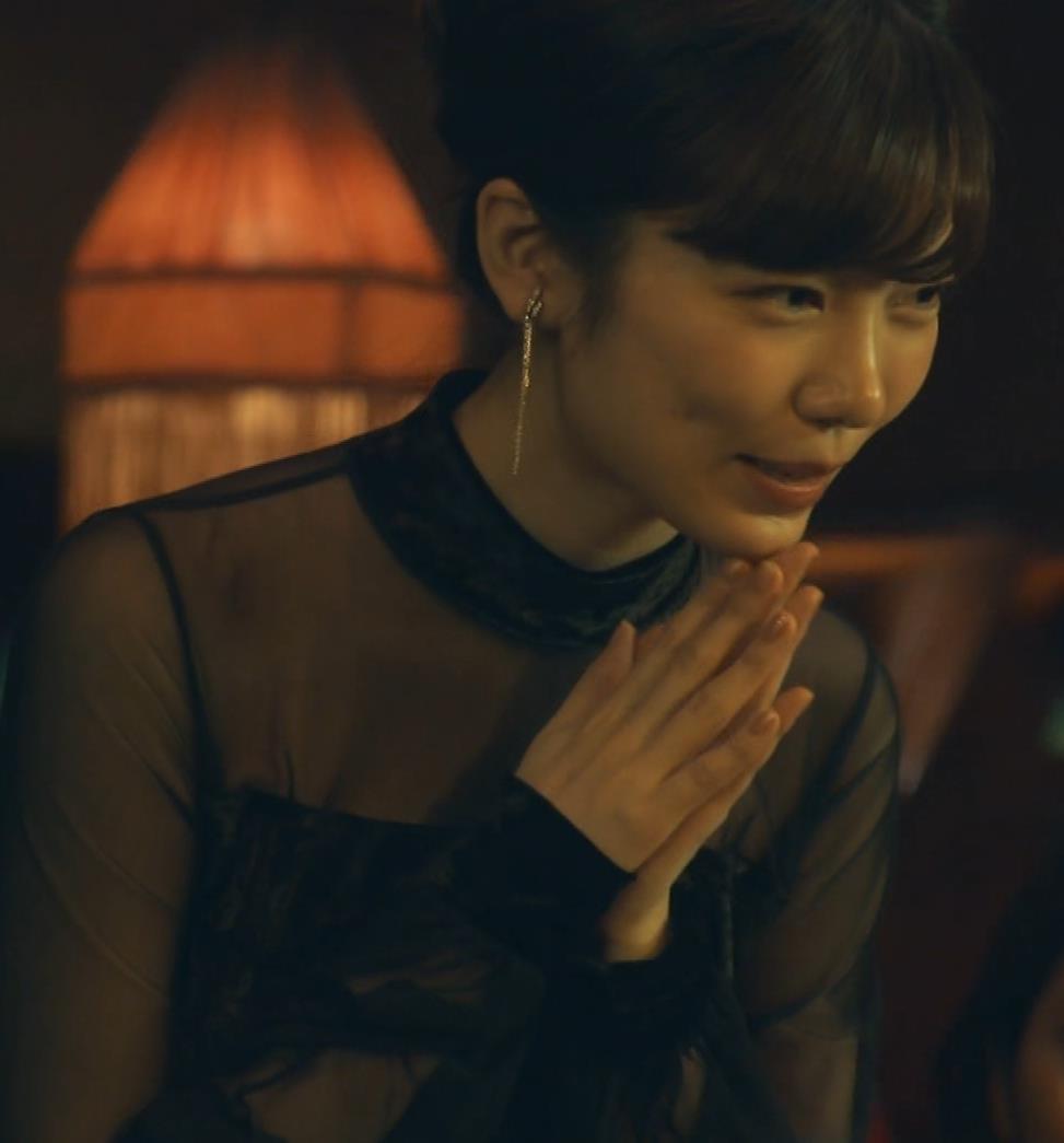 島崎遥香 ドラマで太ももチラキャプ・エロ画像5