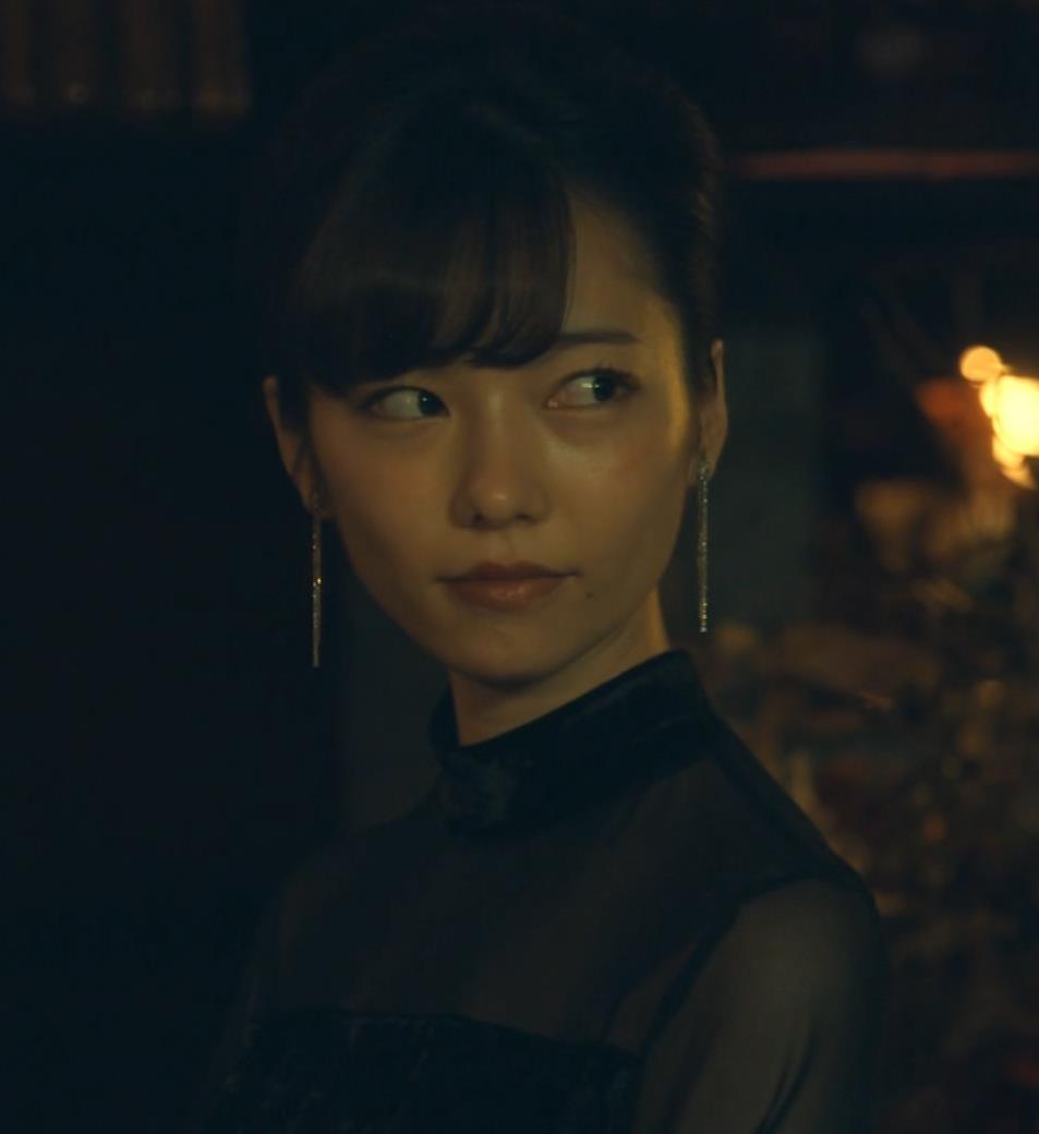 島崎遥香 ドラマで太ももチラキャプ・エロ画像9
