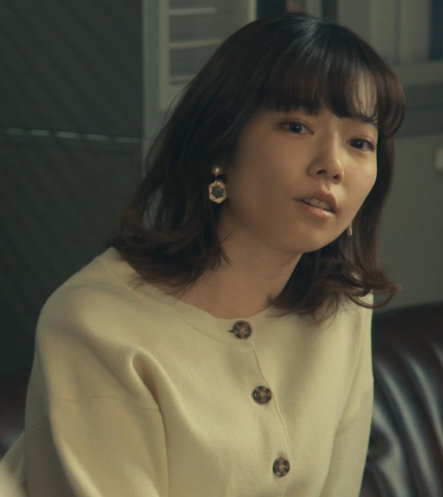 島崎遥香 ドラマで太ももチラキャプ・エロ画像10