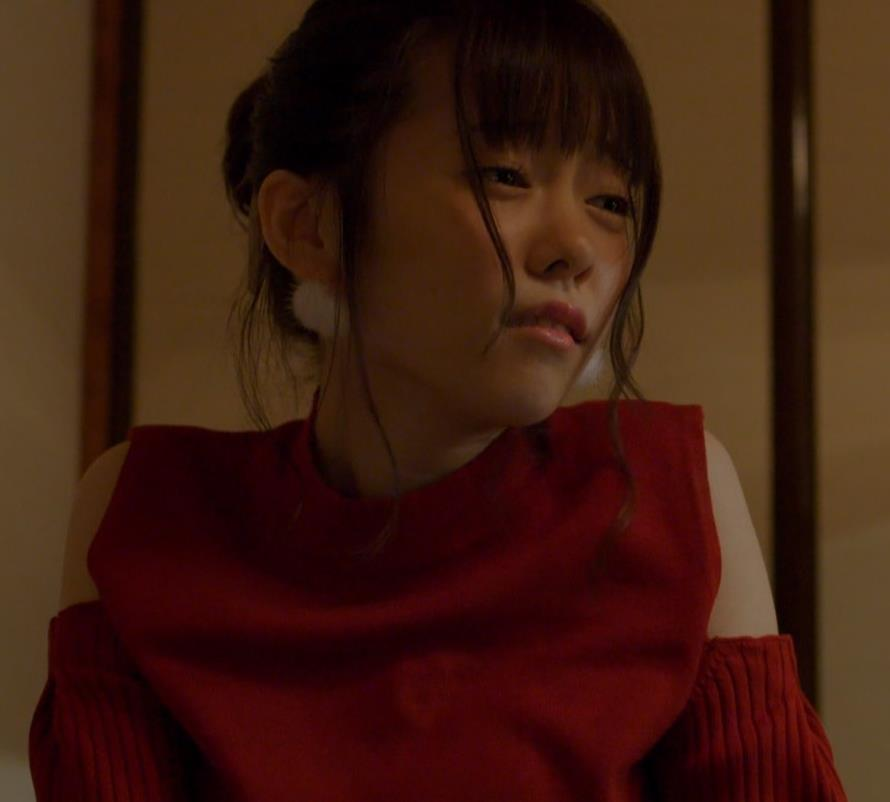 島崎遥香 男にキスして押し倒すシーンがエロいキャプ・エロ画像9