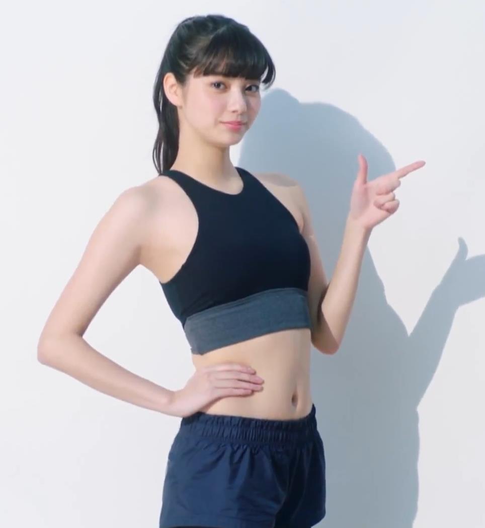 新川優愛 エロかわいいストッキングのCMキャプ・エロ画像11