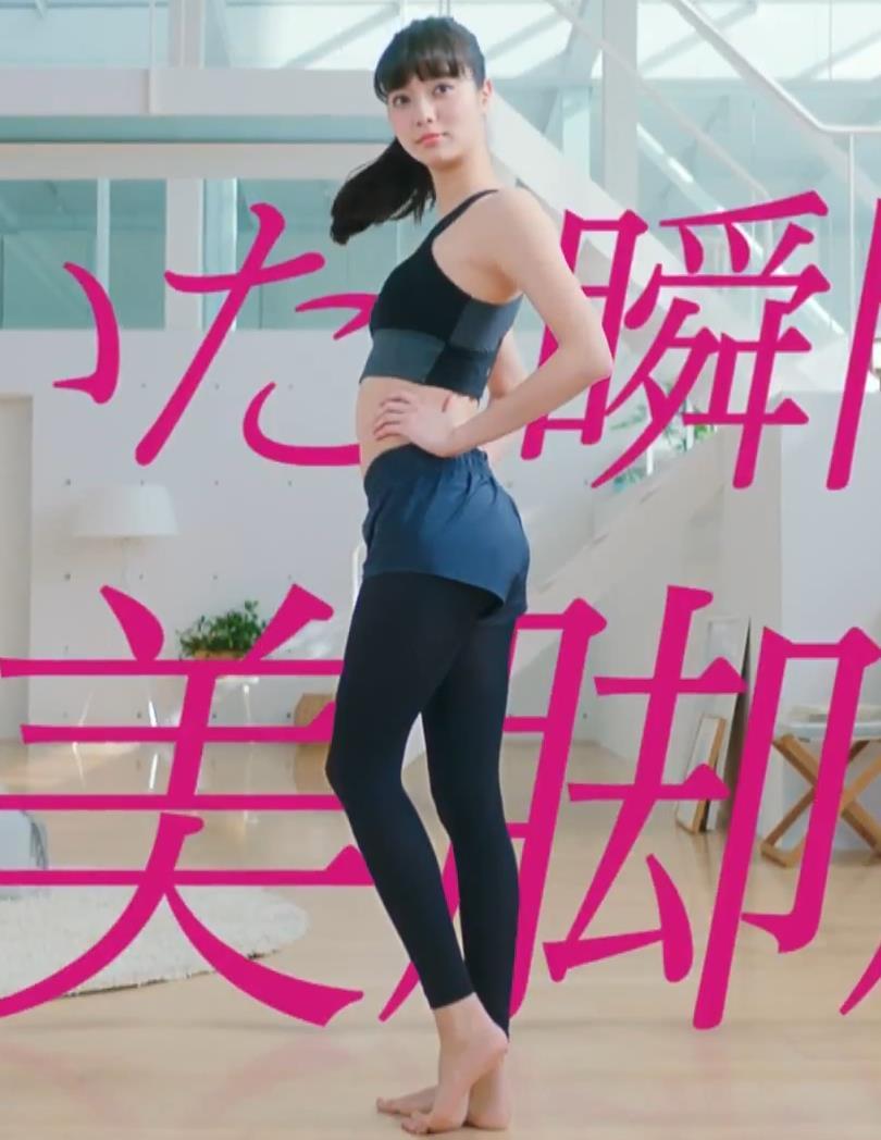 新川優愛 エロかわいいストッキングのCMキャプ・エロ画像6