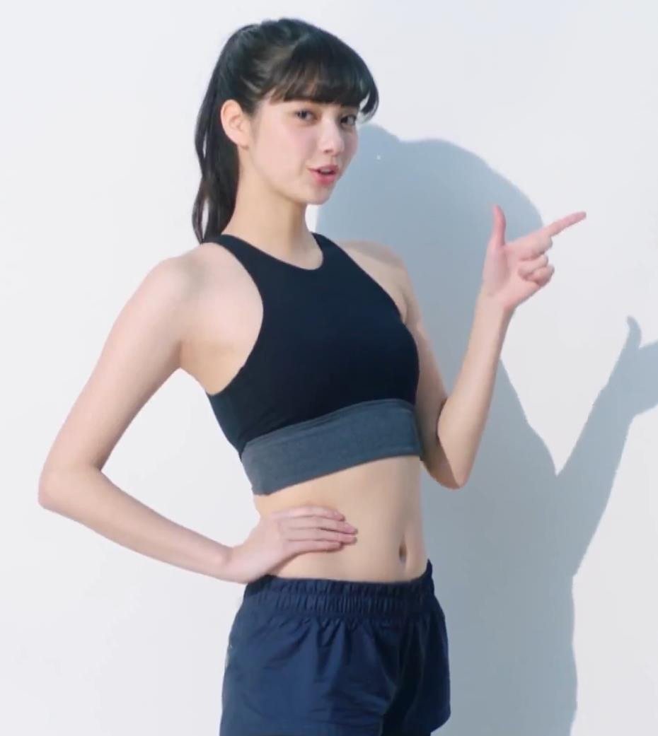 新川優愛 エロかわいいストッキングのCMキャプ・エロ画像10