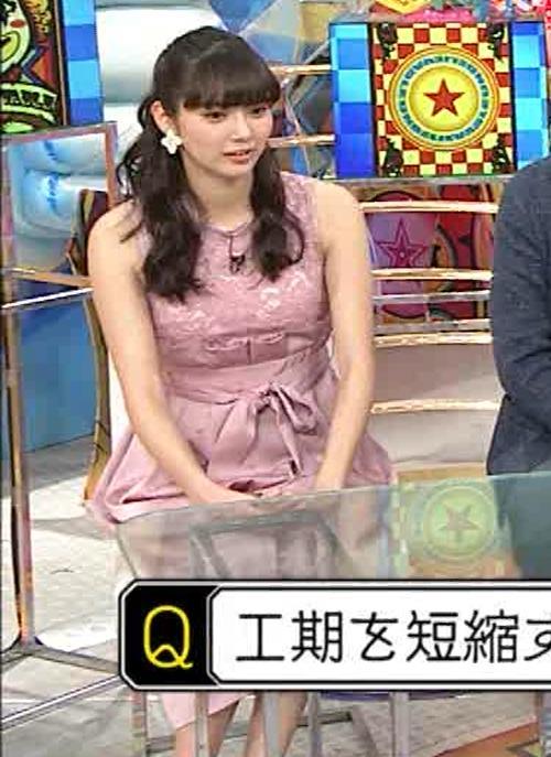 新川優愛 ノースリーブで乳が強調されたワンピースキャプ・エロ画像3