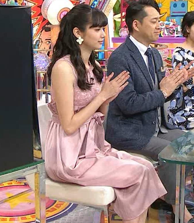 新川優愛 ノースリーブで乳が強調されたワンピースキャプ・エロ画像4