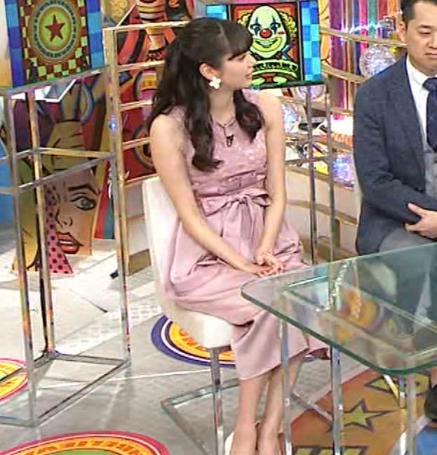 新川優愛 ノースリーブで乳が強調されたワンピースキャプ・エロ画像7